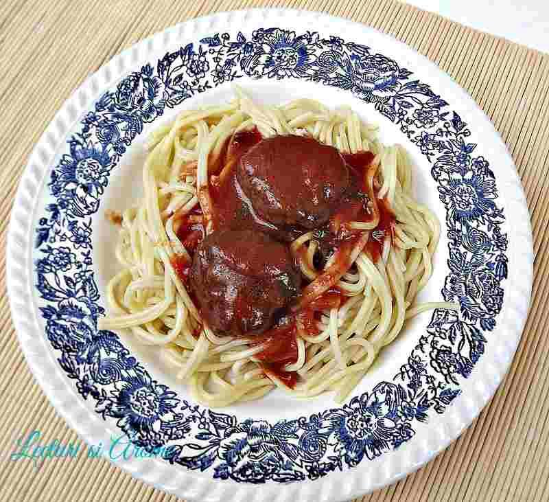 spaghete cu chiftelute si sos