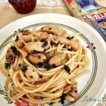 Spaghete cu fructe de mare si sos de rosii