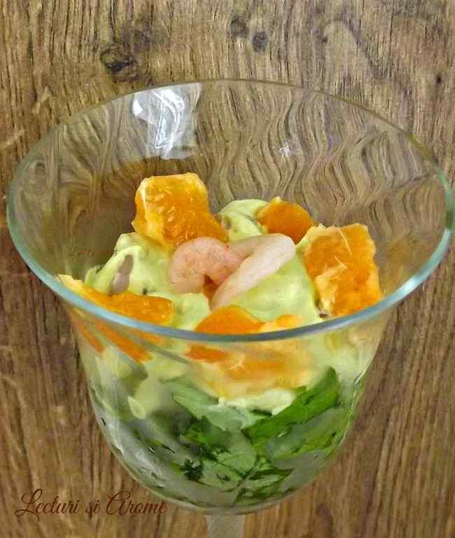 Salata cu creveti si mousse de avocado