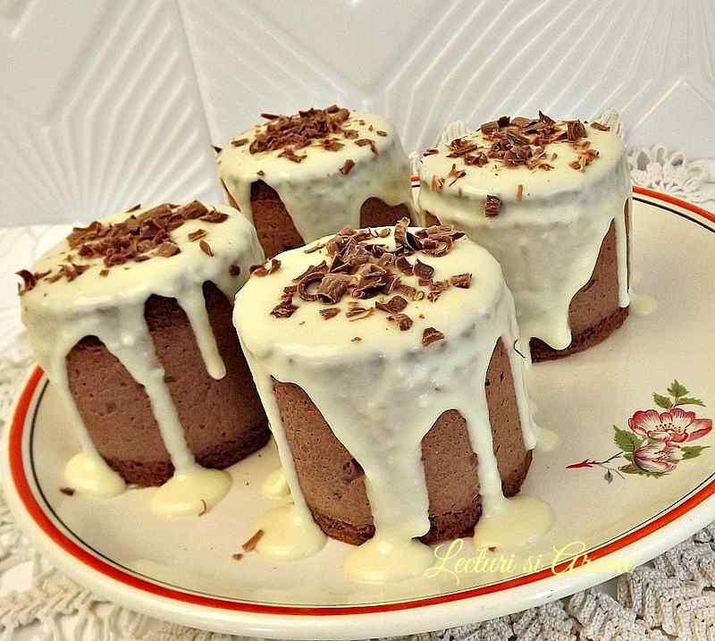 mini tort cu mousse de ciocolata neagra