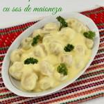 Salata de ciuperci cu sos de maioneza si usturoi