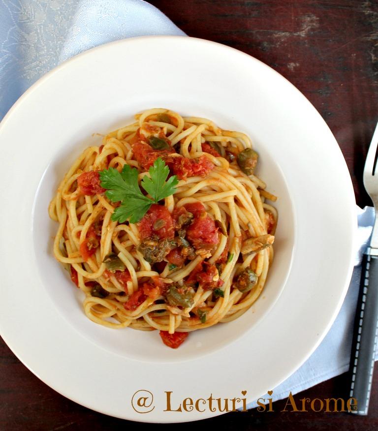 Spaghete cu ansoa, capere si rosii