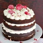 Tort cu blat umed, ciocolata alba si trandafiri
