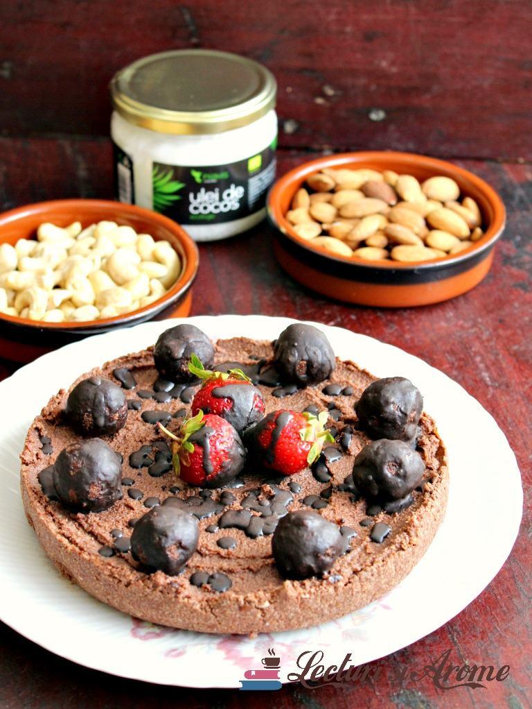 Tartă raw vegan de ciocolată cu migdale și caju