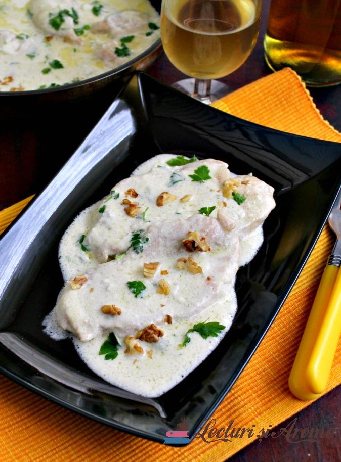 piept de pui în sos cu brânză Gorgonzola
