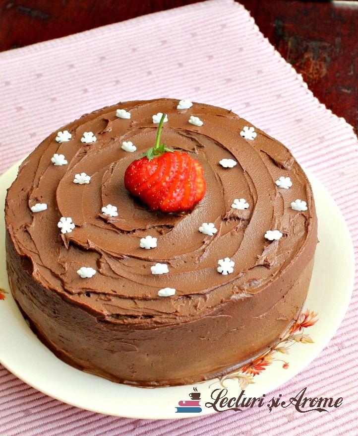 tort cu crema de vanilie si capsuni