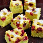 Pandișpan cu vișine – prăjitură simplă și rapidă