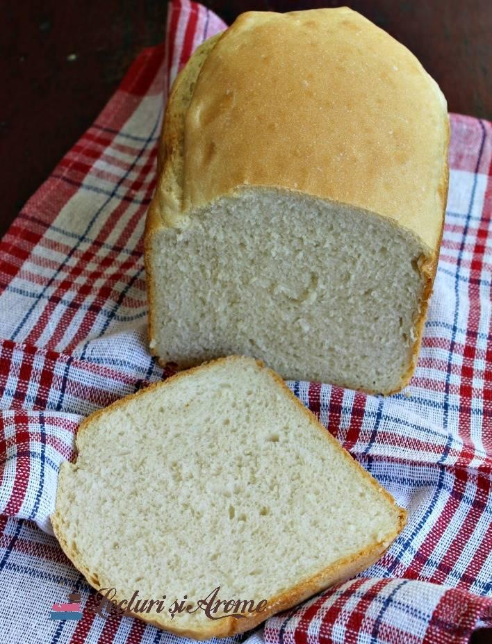 pâine albă făcută la mașina de făcut pâine