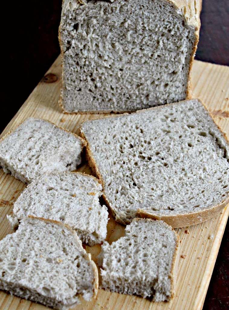 Pâine de casă cu amestec din făină fără gluten (la mașina de făcut pâine)