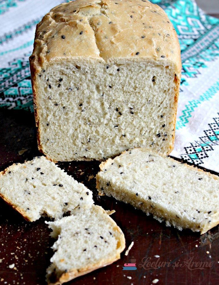 Pâine de casă cu semințe de susan (la mașina de făcut pâine)