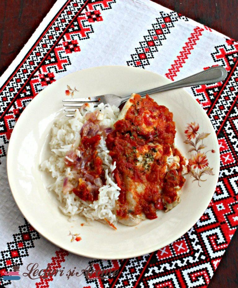 pește la cuptor cu sos de roșii