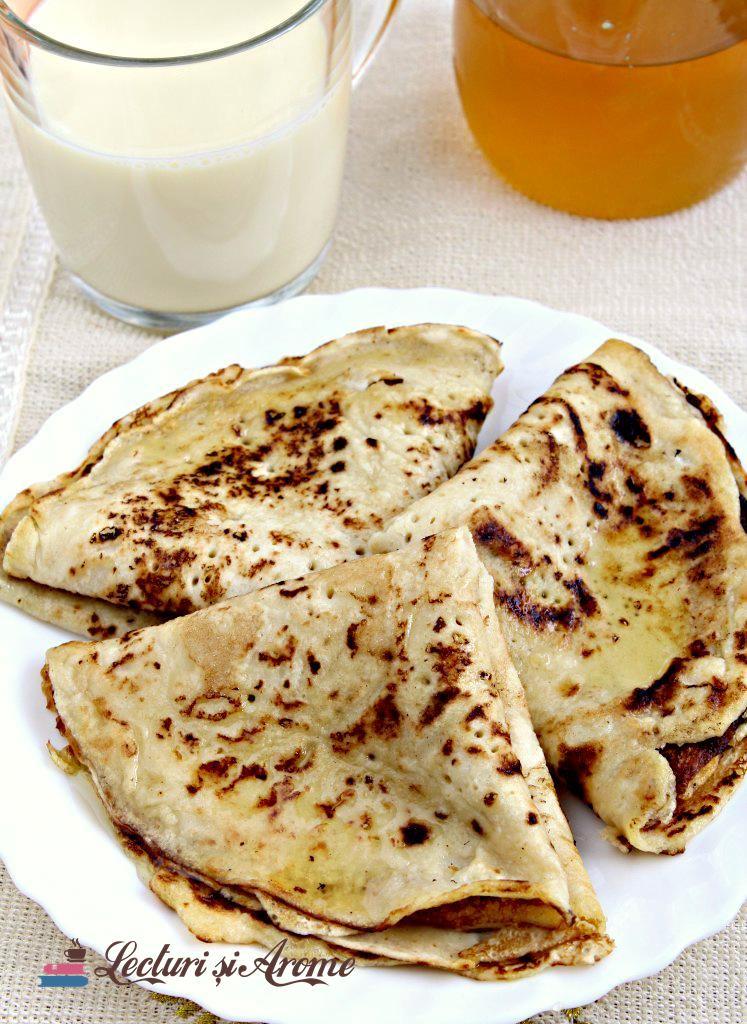 Clătite cu lapte din semințe de mac și miere de albine