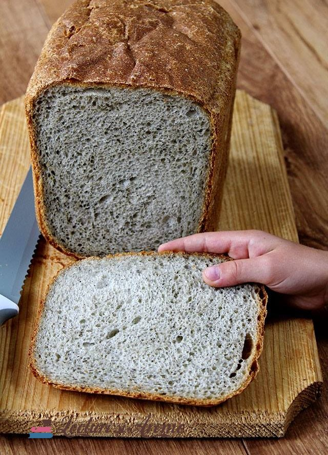 pâine de casă cu făină de quinoa și de chimen