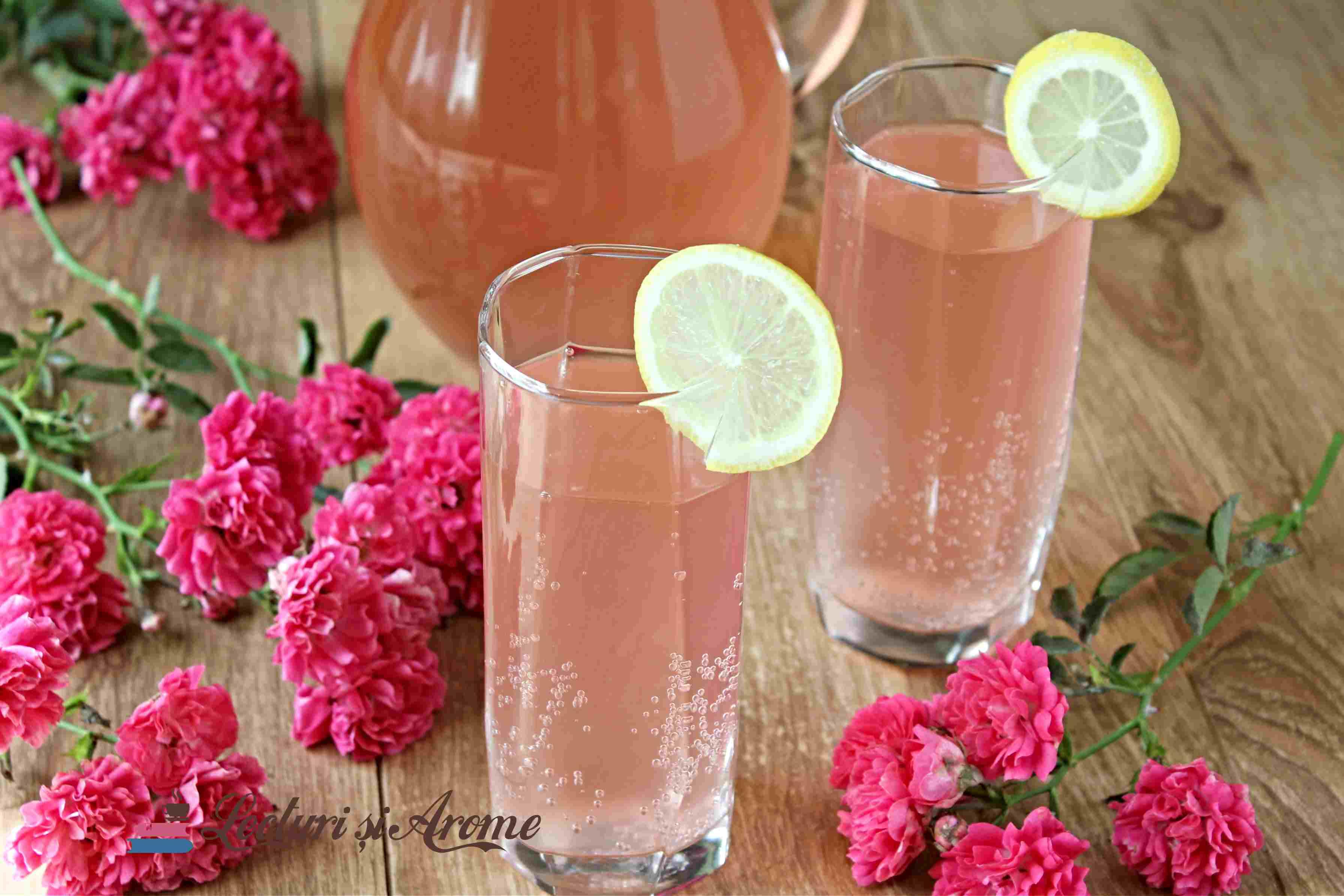 trandafirată - suc acidulat din petale de trandafiri