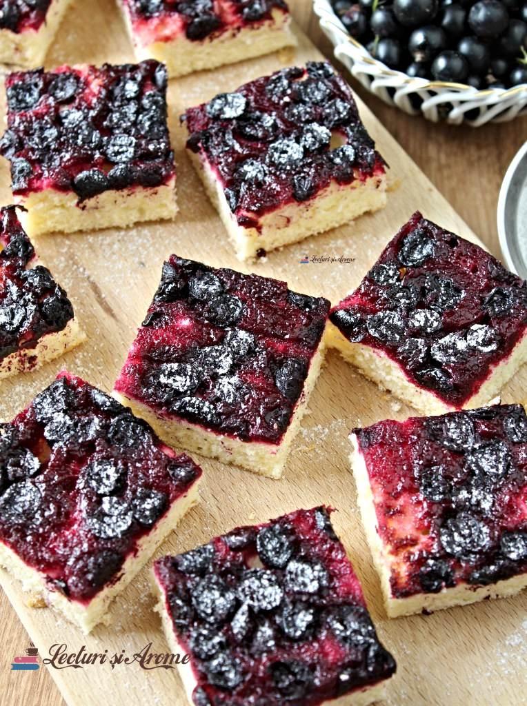 prăjitură răsturnată cu coacăze