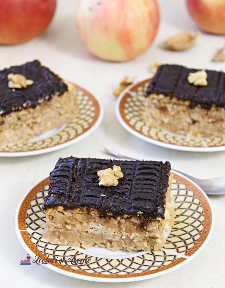 prăjitură cu biscuiți, mere și nucă DE POST
