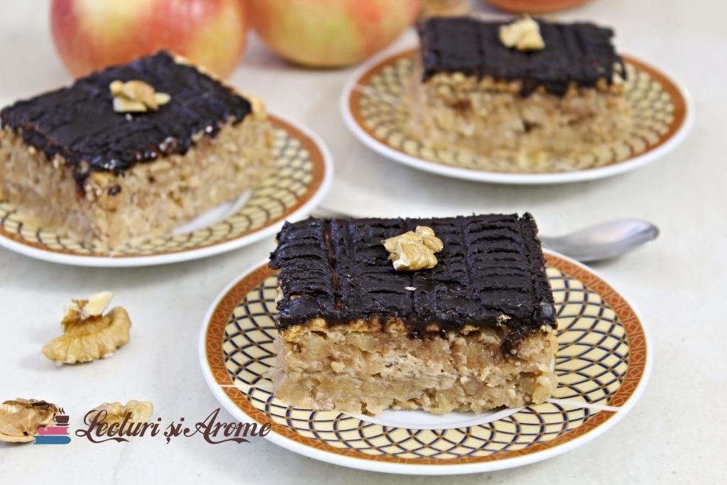 prăjitură rapidă cu mere și biscuiți