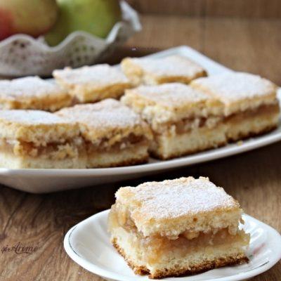 Prăjitură turnată cu mere – rețetă simplă și ușor de făcut