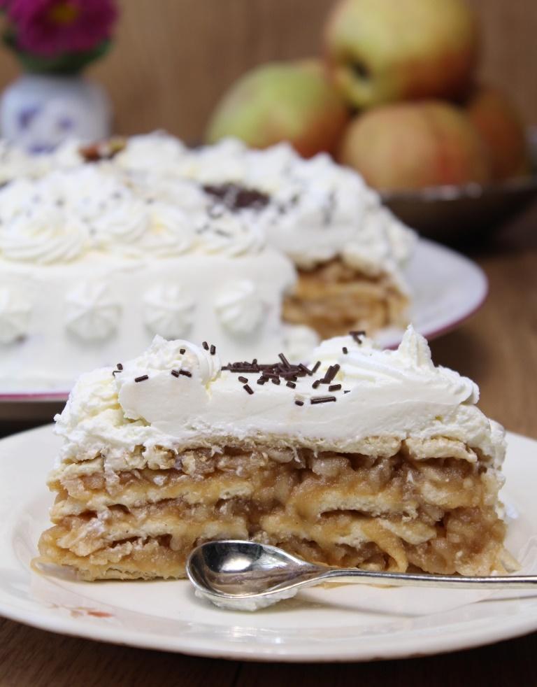 tort de biscuiți cu mere