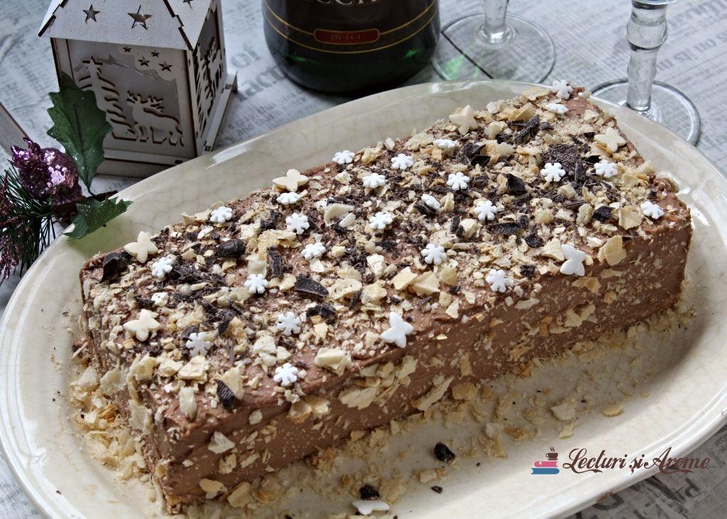 tort cu foi de napolitană și ciocolată