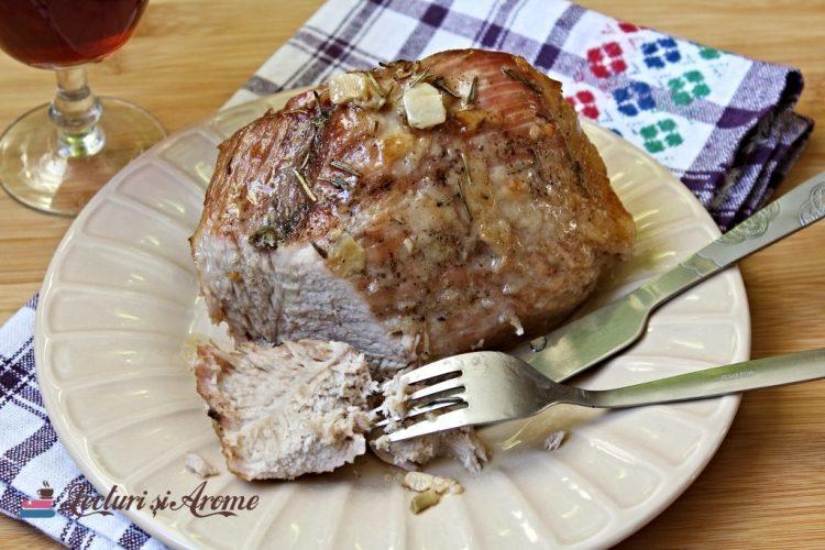 pulpă de porc la cuptor cu vin