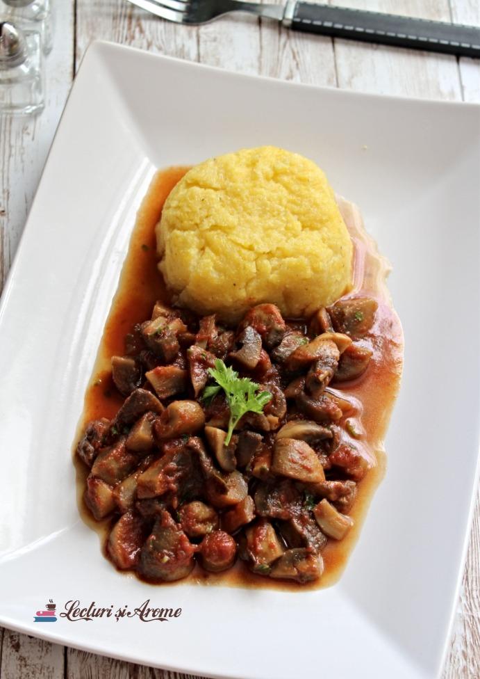 tocăniță de ciuperci cu sos de roșii