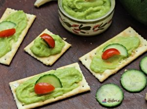 pastă de avocado și castravete