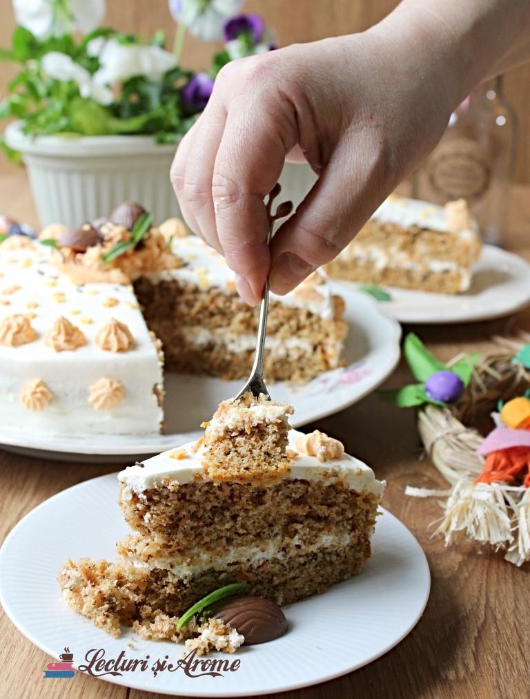 tort de morcov si nuca cu crema de mascarpone