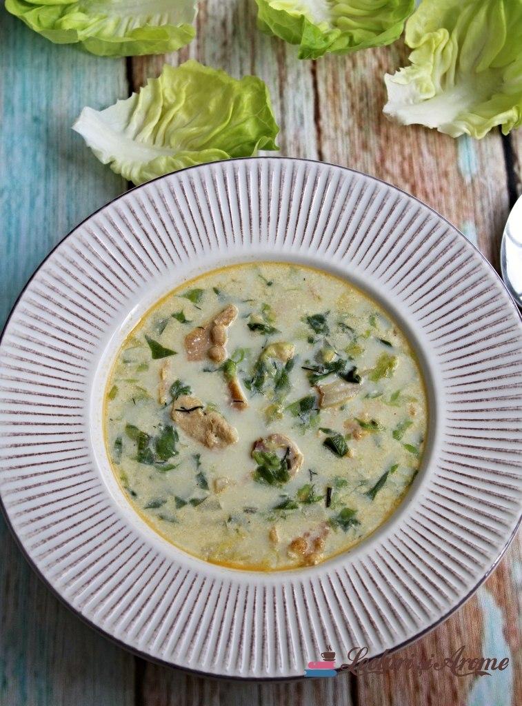 ciorbă de salată verde cu afumătură Lecturi și Arome
