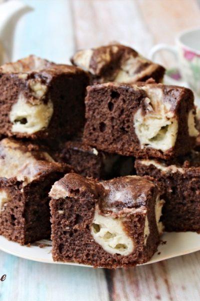 prăjitură marmorată cu brânză