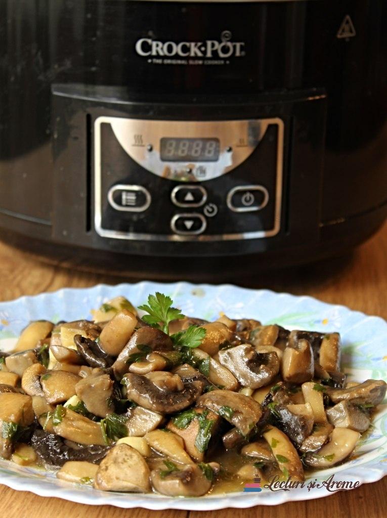 ciuperci cu unt și usturoi la crock pot