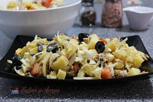 salată de cartofi cu ouă și pește afumat