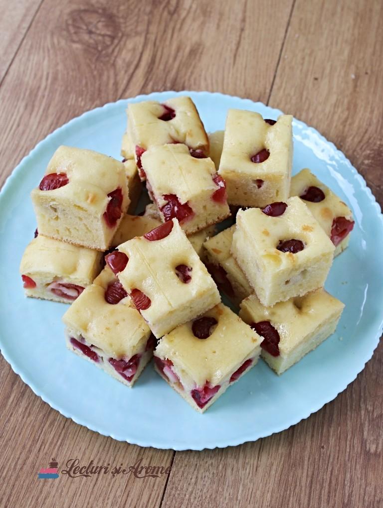 prăjitură rapidă cu cireșe sau cu vișine