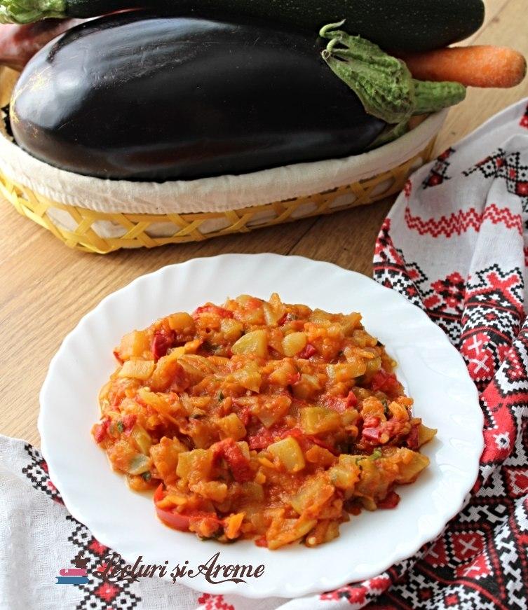 mâncare de ardei cu vinete și dovlecel
