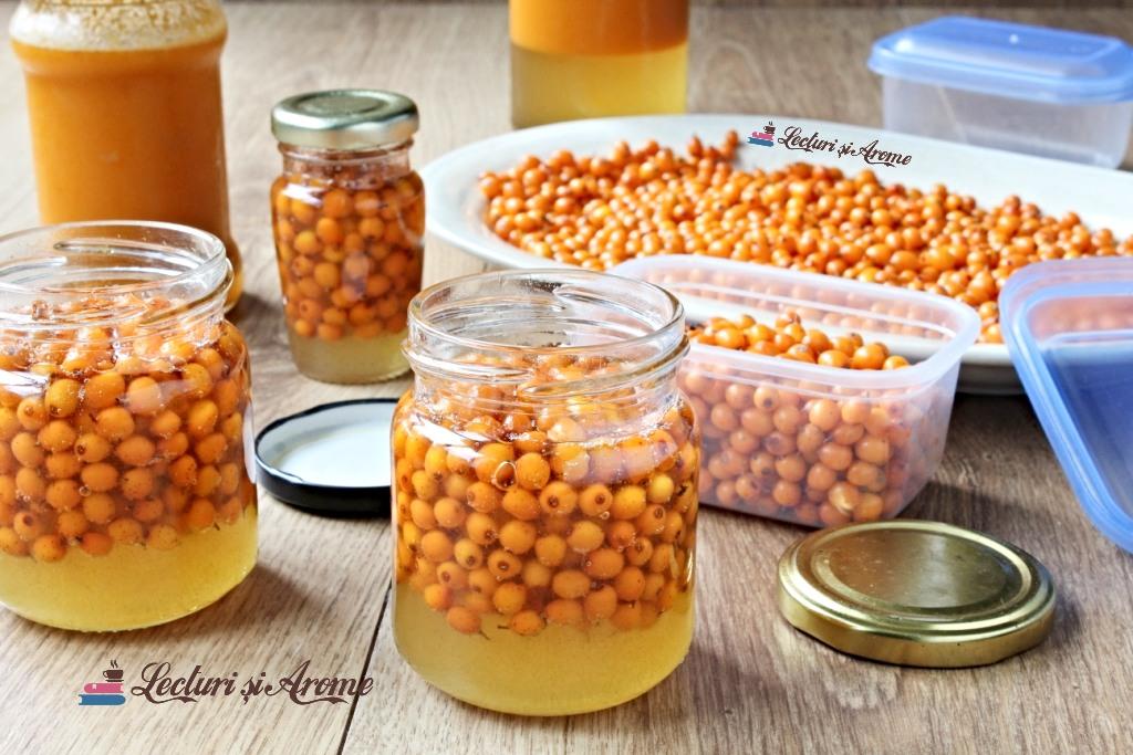 cătină cu miere la borcan