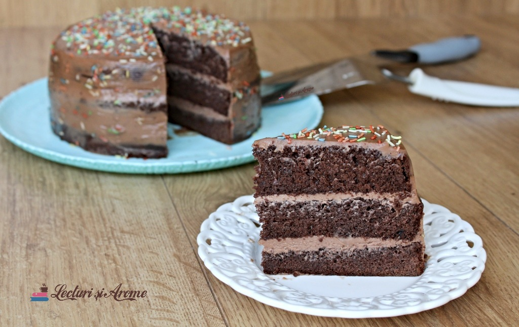 tort cu cremă de ciocolată