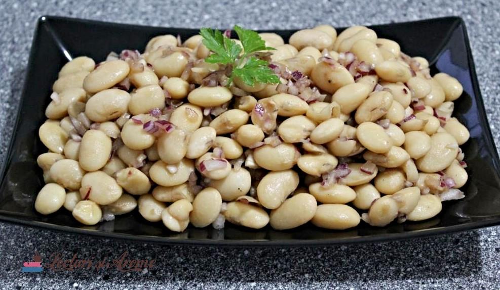 salată de fasole boabe cu ceapă