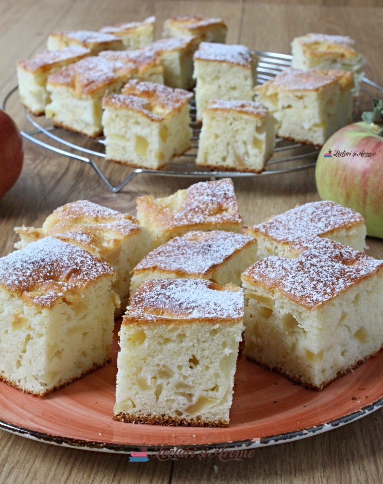 prăjitură pufoasă cu mere